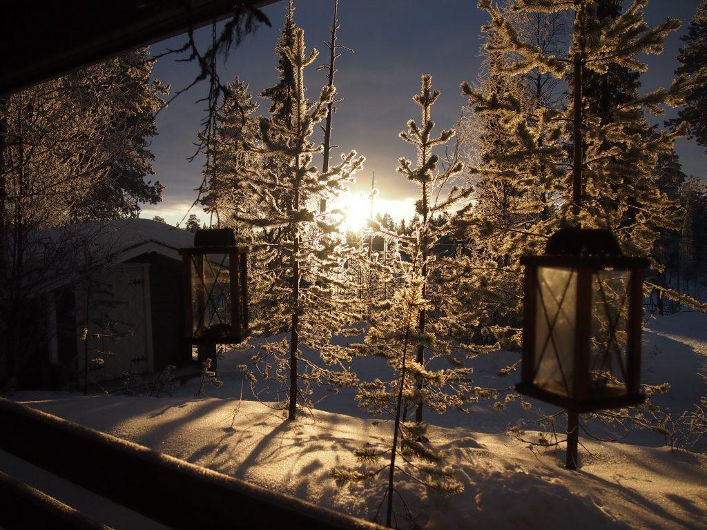 talvinen mökkimaisema