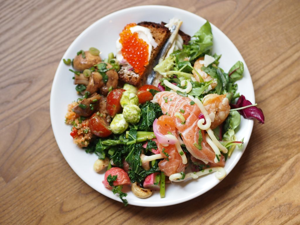 tukkutorin kala salaattipöytä