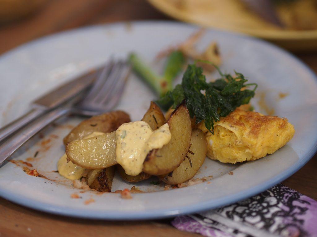 paistetut perunat ja rakuunadippi