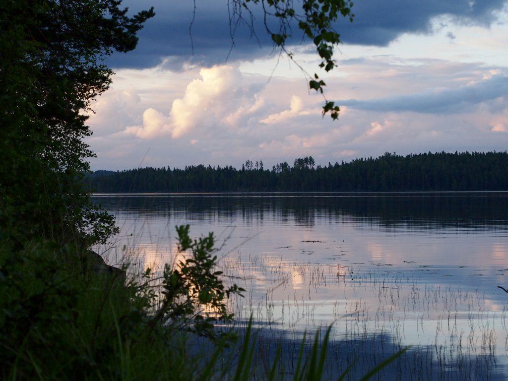 tyyni järven pinta