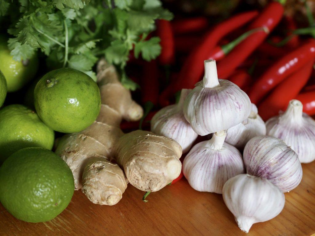 valkosipuli chili inkivääri lime