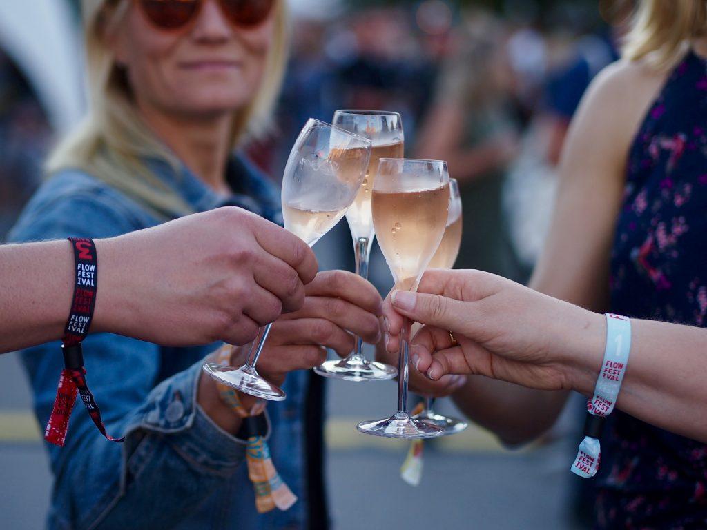 festarikesä 2017 samppanjaa