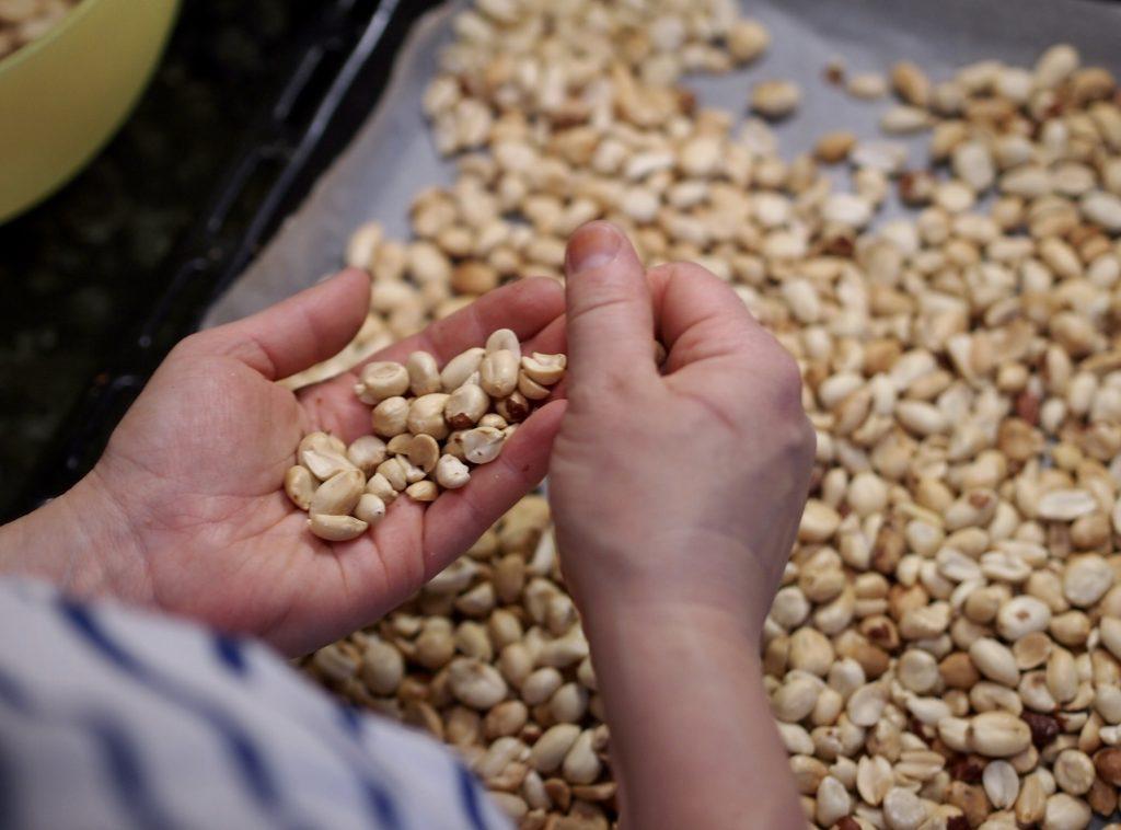 kuoritut maapähkinät