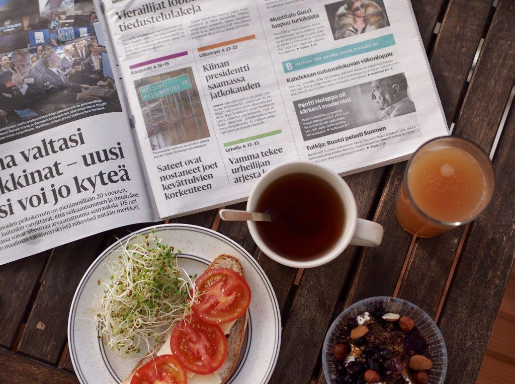 aamiainen parvekkeella