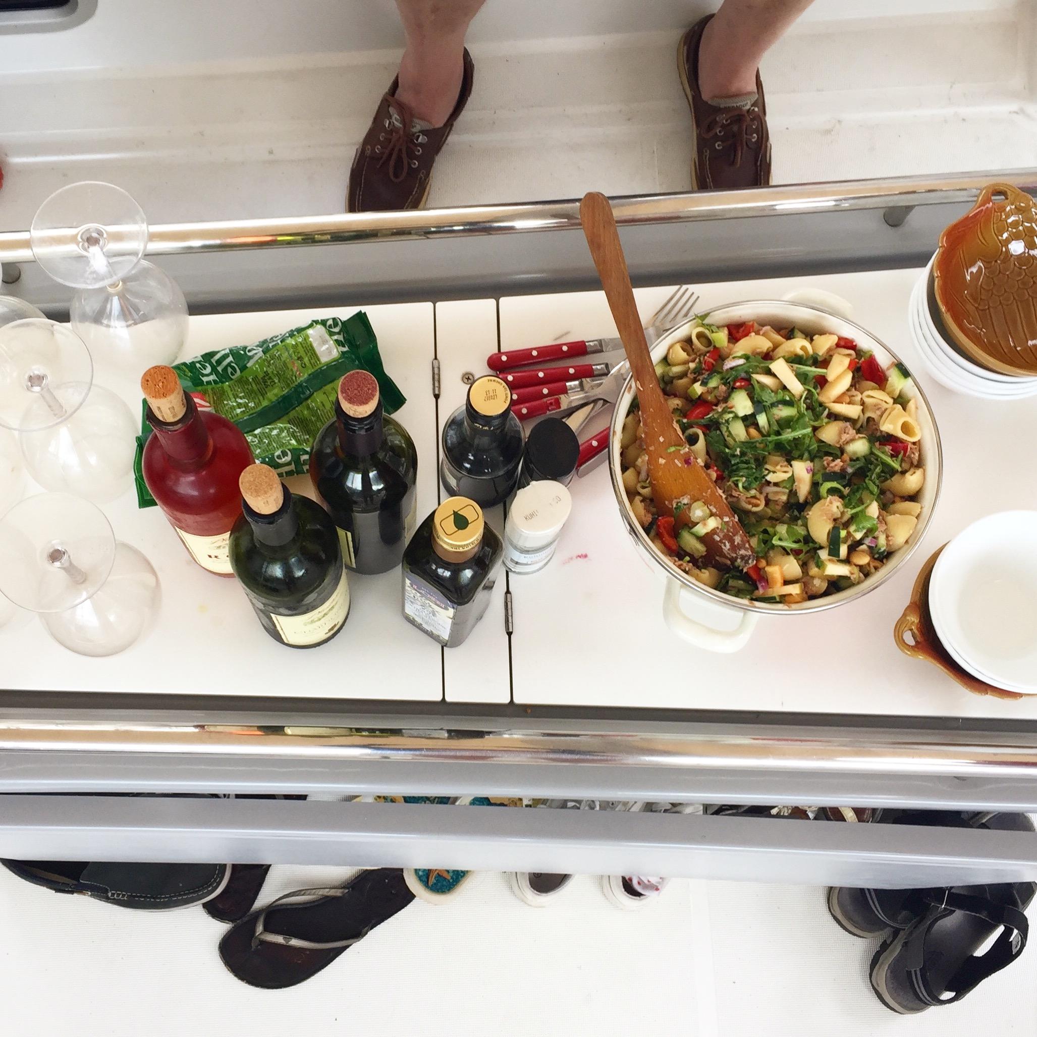 lounas veneessä