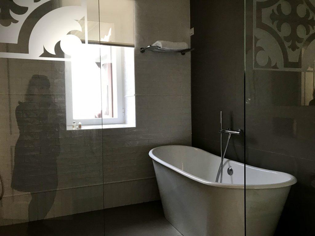 Santiago de Alfama bathroom