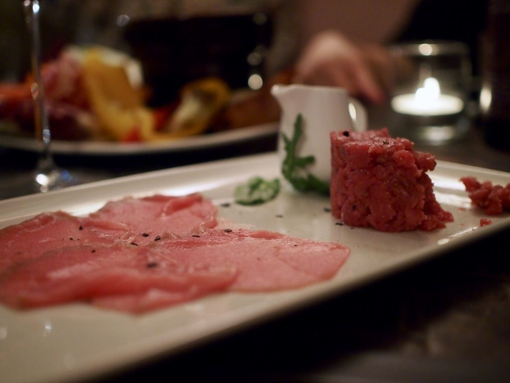 carne cruda carpaccio saracca