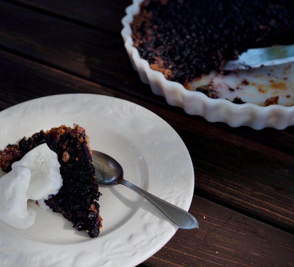 earl grey -teellä maustettu mustikkapiirakka